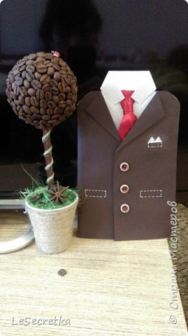 Подарок мужчине. Кофейное дерево и открытка костюм фото 1