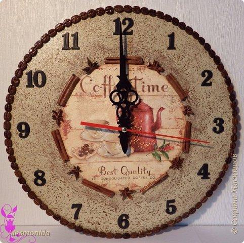Всем привет! Хотелось бы показать и рассказать про вот такие часики, которые были сделаны на кухню))) Я использовала купленную заготовку для часов, фон с потертостями делала при помощи воска (очень понравился результат, - потертость равномерная и интересная), по кругу - зерна кофе, малый круг - палочки корицы и бадьян... фото 1
