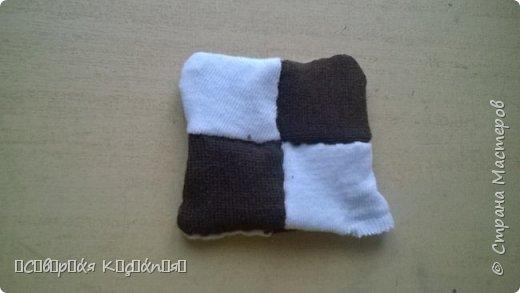 И всем снова привет) Я вспомнила , как мы раньше на технологии делали подушку  из лоскутков и сейчас мне захотелось опять сделать) фото 5