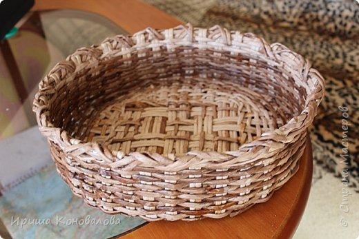 Сплела хлебницу, это мое четвертое плетеное изделие. Поэтому прошу очень строго не судить. показываю что еще у меня вышло. Бумага для ксерокса на 80. Жестковата. Размеры хлебницы  30*26*15.  фото 3
