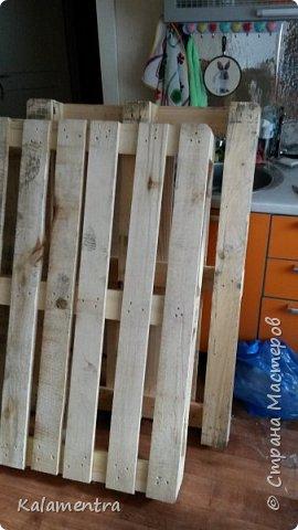 Хочу поделиться с Вами, как я сделала кровать из паллетов (деревянных поддонов))))  фото 2