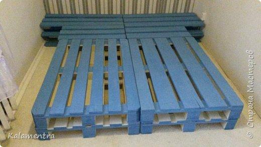 Хочу поделиться с Вами, как я сделала кровать из паллетов (деревянных поддонов))))  фото 10