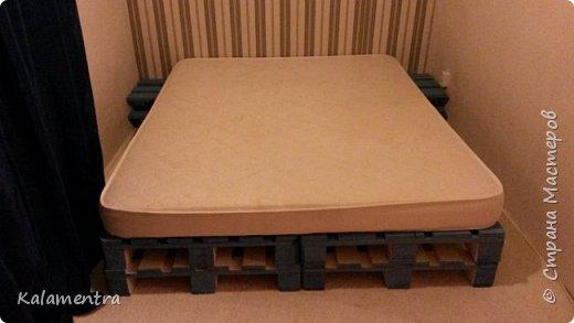 Хочу поделиться с Вами, как я сделала кровать из паллетов (деревянных поддонов))))  фото 11