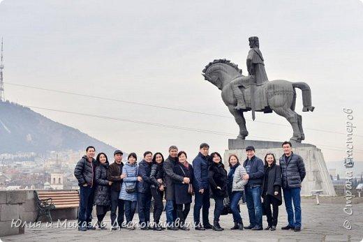 Не случайно начинаем фоторепортаж из такого своеобразного признания в любви к нашей столице. Ведь все наши туристы увозят с собой на Родину только часть своего сердца, другая остается здесь и ждет их возвращения. Эти гостьи прилетели к нам из Казахстана.  фото 12