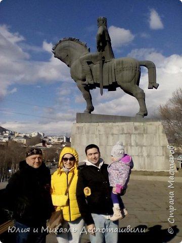 Не случайно начинаем фоторепортаж из такого своеобразного признания в любви к нашей столице. Ведь все наши туристы увозят с собой на Родину только часть своего сердца, другая остается здесь и ждет их возвращения. Эти гостьи прилетели к нам из Казахстана.  фото 11