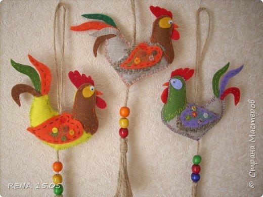 Девочки, следующий год - год Петуха, у нас есть время подготовиться и пошить милые игрушки, которые могут стать подарками или украшением для ёлки. фото 17