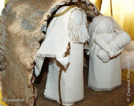 Спасибо Светлане Хачиной за вдохновение http://stranamasterov.ru/node/864218?c=favorite Её вертеп идеален, у меня получилось не так, но  тоже миленько. Особенно мне нравится Иосиф - я ему пришила бородку и на голове шнур золотой закрепила. фото 1