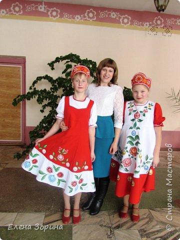 модели русских народных костюмов с городецкой росписью, целый месяц мы готовились к демонстрации моделей. Заняли первое место. фото 3