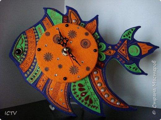 Часы из фетра – рыбка в этническом стиле (участвует в конкурсе на другом сайте).