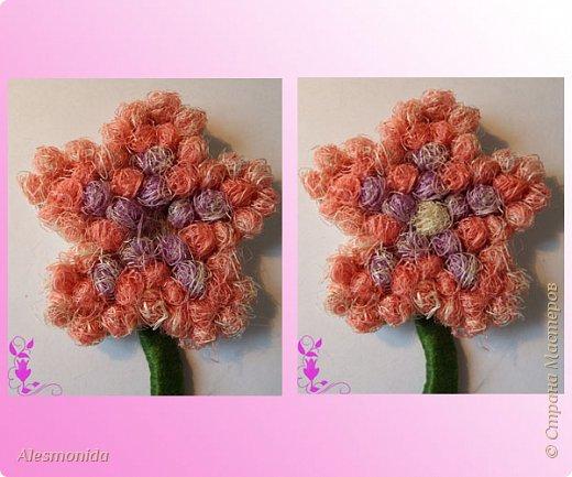 """Всем добрый вечер! Вот такие магнитики - топиарчики у меня сотворились! """"Заболела"""" идеей топиариев, но захотелось создать что-то немного новенькое, интересненькое, и вот магнитики топиарчики в стиле цветочков придумались мне, после поиска в интернете, и того, как я нашла деревянные заготовки цветов))). Захотелось сделать из мелких шариков из сизаля, создавая при этом не просто топиарий а цветок! Хотелось бы поделиться идеей как я их делала! В начале было 2 магнитика, но я добавила еще 2, которые сделала, добавила немного тычинок и божьих коровок в начальные))) фото 13"""