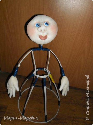 Здравствуйте дорогие мои друзья, соседи и гости Страны Мастеров! Сегодня я хочу поделиться своим опытом создания каркасной куклы-грелки на чайник. Попытаюсь показать, как я делаю таких вот красавиц. фото 13