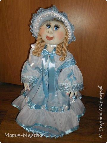 Здравствуйте дорогие мои друзья, соседи и гости Страны Мастеров! Сегодня я хочу поделиться своим опытом создания каркасной куклы-грелки на чайник. Попытаюсь показать, как я делаю таких вот красавиц. фото 27