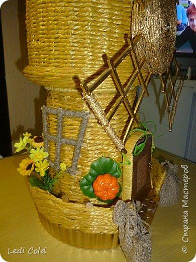 Мельница выполнена плетением вокруг шпажек из обыкновенного бельевого шнура. фото 5