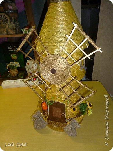 Мельница выполнена плетением вокруг шпажек из обыкновенного бельевого шнура. фото 1