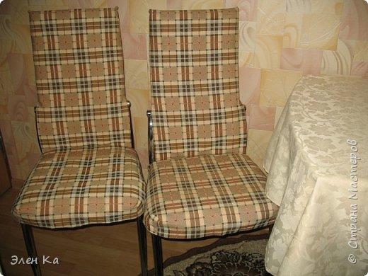 """Добрый вечер. Персонаж фильма """"Двенадцать стульев"""" говорил:  """"Утром деньги - вечером стулья"""". Перефразируя автора этих строк, можно сказать, что утром бегом на работу, а вечером появилось время сфотать стульчики.  Одежда на четыре таких стула была сшита год назад в очередные длинные новогодние праздники. фото 2"""