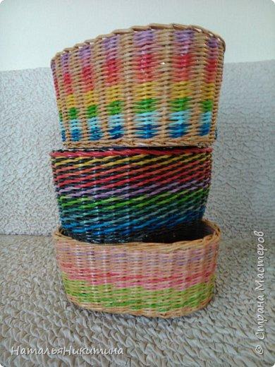 Мои радужные плетенки. Утилизировала остатки цветных трубочек. Веселенькие получились. фото 1