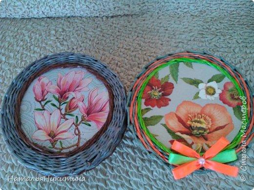 Мои радужные плетенки. Утилизировала остатки цветных трубочек. Веселенькие получились. фото 21