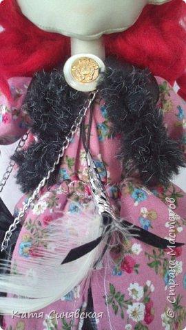 Вот такая яркая и немножко дерзкая девочка у меня получилась.Как у меня обычно бывает, желание создать новую куколку возникло спонтанно. Сшила, задумка по образу была совершенно другая, но в общем результатом я осталась довольна... фото 8