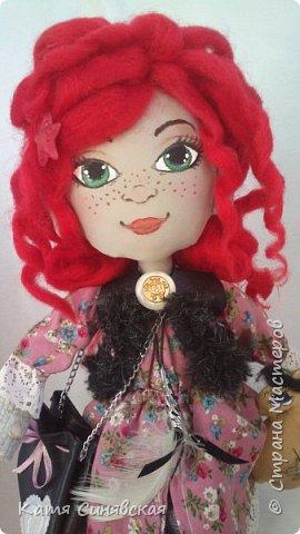Вот такая яркая и немножко дерзкая девочка у меня получилась.Как у меня обычно бывает, желание создать новую куколку возникло спонтанно. Сшила, задумка по образу была совершенно другая, но в общем результатом я осталась довольна... фото 12