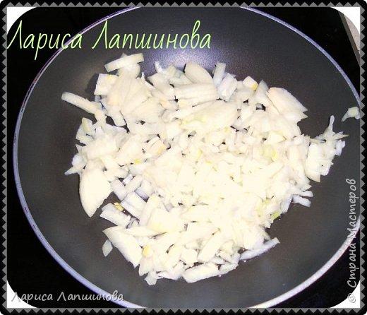 """Сегодня с мужем лепили домашние вареники с картошкой и грибами.  Хочу поделиться с Вами. По себе знаю, как увидишь что-то вкусненькое, так сразу хочется приготовить. Надеюсь и у вас появится такое желание. Как делать тесто, я писала в рецепте """"Домашние пельмени: http://stranamasterov.ru/node/1002816 фото 4"""