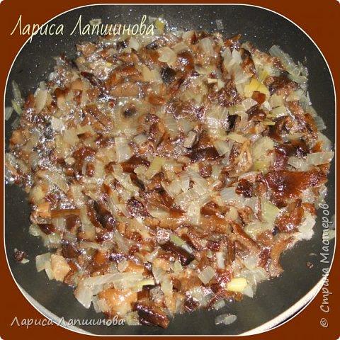 """Сегодня с мужем лепили домашние вареники с картошкой и грибами.  Хочу поделиться с Вами. По себе знаю, как увидишь что-то вкусненькое, так сразу хочется приготовить. Надеюсь и у вас появится такое желание. Как делать тесто, я писала в рецепте """"Домашние пельмени: http://stranamasterov.ru/node/1002816 фото 5"""