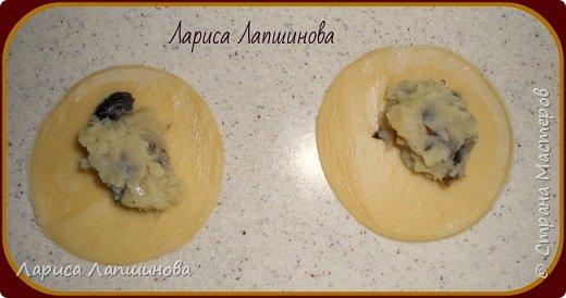 """Сегодня с мужем лепили домашние вареники с картошкой и грибами.  Хочу поделиться с Вами. По себе знаю, как увидишь что-то вкусненькое, так сразу хочется приготовить. Надеюсь и у вас появится такое желание. Как делать тесто, я писала в рецепте """"Домашние пельмени: http://stranamasterov.ru/node/1002816 фото 10"""