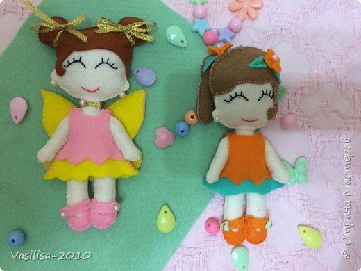 У меня две дочки. Решила сшить куколок, которые на них похожи. Они с удовольствием с ними играют.