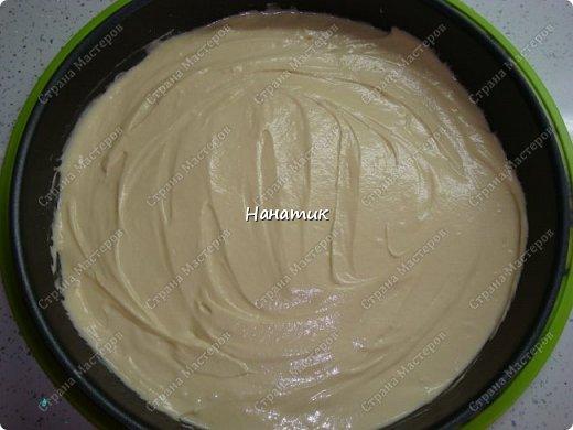 Простой и вкусный рецепт. И как всегда делать его очень просто) для теста: -масло сливочное 100г -яйца 2шт -сгущенное молоко (не варенка) 1 банка -сода гашенная 1ч.л.  -мука 8ст.л. с небольшой горкой для крема: -сметана 450г жирность 20% -сахар 4 ст.л. с горкой фото 7