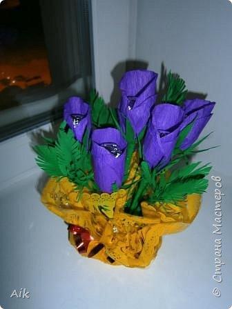 Это мой всего лишь второй букет в подарок  замечательному человечку другу по жизни, сложились цветочки добавились бусинки, и  был доставлен имениннице на работу в разгар рабочего дня! у нас ещё в то время в продаже подобных не было... фото 9