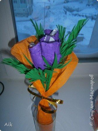 Это мой всего лишь второй букет в подарок  замечательному человечку другу по жизни, сложились цветочки добавились бусинки, и  был доставлен имениннице на работу в разгар рабочего дня! у нас ещё в то время в продаже подобных не было... фото 6