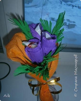 Это мой всего лишь второй букет в подарок  замечательному человечку другу по жизни, сложились цветочки добавились бусинки, и  был доставлен имениннице на работу в разгар рабочего дня! у нас ещё в то время в продаже подобных не было... фото 7
