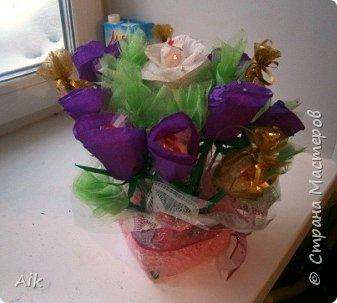 Это мой всего лишь второй букет в подарок  замечательному человечку другу по жизни, сложились цветочки добавились бусинки, и  был доставлен имениннице на работу в разгар рабочего дня! у нас ещё в то время в продаже подобных не было... фото 3