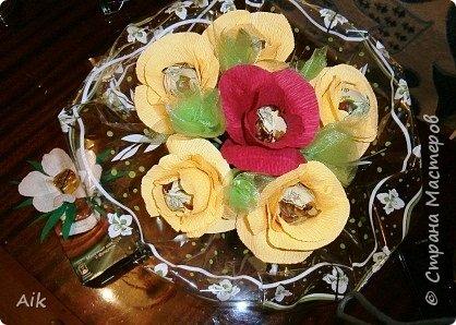 Это мой всего лишь второй букет в подарок  замечательному человечку другу по жизни, сложились цветочки добавились бусинки, и  был доставлен имениннице на работу в разгар рабочего дня! у нас ещё в то время в продаже подобных не было... фото 10