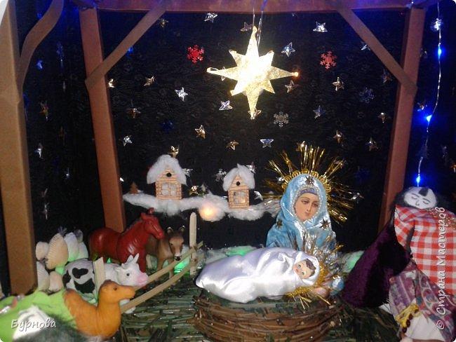 До Рождества оставалось две недели,и мне захотелось сделать вертеп, так как много детей дома. Акцент был сделан на подсветку. Это придает некую таинственность))) Я думаю задумка получилась...судить Вам!)) фото 8