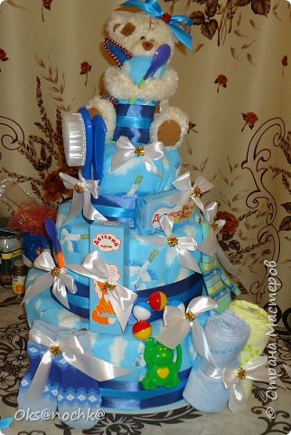 """Приветствую Всех! Нашла немного фотографий с работой 2013 года. """"Торт"""" из памперсов который делала к дню рождения крестника. Он состоит из 4 памперсных ярусов. Всего потребовалось 125 памперсов. фото 5"""