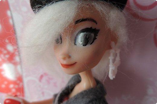 Всем привет! Сегодня я представляю вам свой первый ООАК из подделочки под Эльзу из Холодного Сердца. Девочку я назвала Лаурой де Сент Марией.  фото 2
