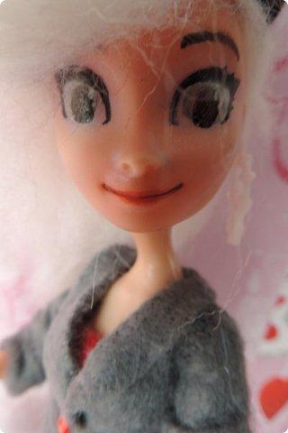 Всем привет! Сегодня я представляю вам свой первый ООАК из подделочки под Эльзу из Холодного Сердца. Девочку я назвала Лаурой де Сент Марией.  фото 3