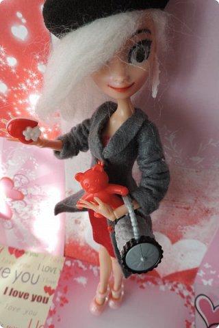 Всем привет! Сегодня я представляю вам свой первый ООАК из подделочки под Эльзу из Холодного Сердца. Девочку я назвала Лаурой де Сент Марией.  фото 4
