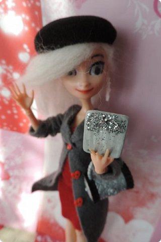 Всем привет! Сегодня я представляю вам свой первый ООАК из подделочки под Эльзу из Холодного Сердца. Девочку я назвала Лаурой де Сент Марией.  фото 7
