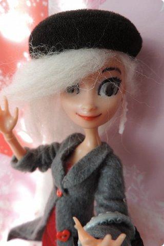 Всем привет! Сегодня я представляю вам свой первый ООАК из подделочки под Эльзу из Холодного Сердца. Девочку я назвала Лаурой де Сент Марией.  фото 8