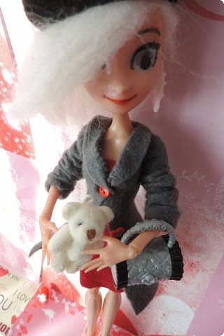 Всем привет! Сегодня я представляю вам свой первый ООАК из подделочки под Эльзу из Холодного Сердца. Девочку я назвала Лаурой де Сент Марией.  фото 5