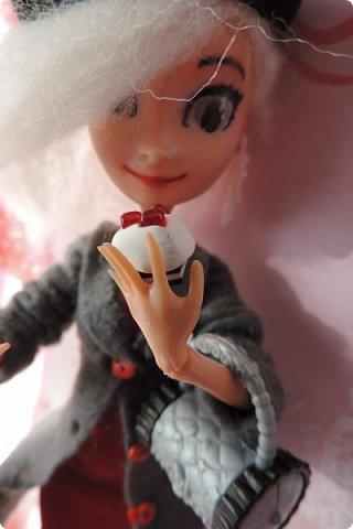 Всем привет! Сегодня я представляю вам свой первый ООАК из подделочки под Эльзу из Холодного Сердца. Девочку я назвала Лаурой де Сент Марией.  фото 9