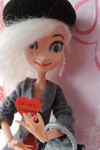 Всем привет! Сегодня я представляю вам свой первый ООАК из подделочки под Эльзу из Холодного Сердца. Девочку я назвала Лаурой де Сент Марией.  фото 14