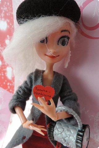 Всем привет! Сегодня я представляю вам свой первый ООАК из подделочки под Эльзу из Холодного Сердца. Девочку я назвала Лаурой де Сент Марией.  фото 15