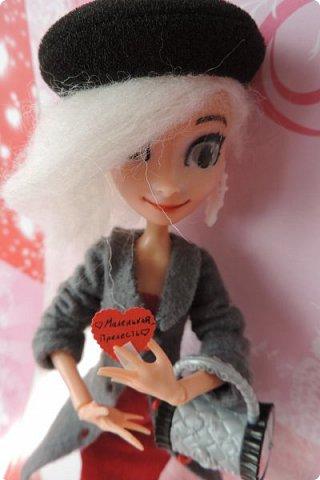 Всем привет! Сегодня я представляю вам свой первый ООАК из подделочки под Эльзу из Холодного Сердца. Девочку я назвала Лаурой де Сент Марией.  фото 17