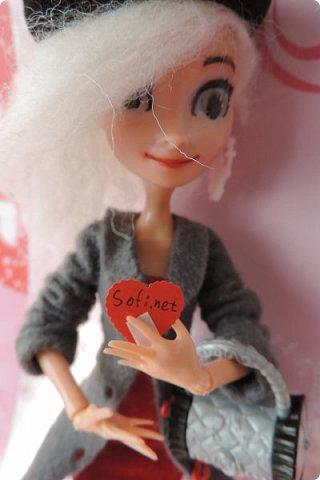 Всем привет! Сегодня я представляю вам свой первый ООАК из подделочки под Эльзу из Холодного Сердца. Девочку я назвала Лаурой де Сент Марией.  фото 18