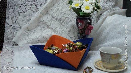 Здравствуйте, дорогие мастера и мастерицы! Вынужденное сидение дома дало плоды - конфетница и цветы. В последнее время занимаюсь и картонажем и цветами. фото 1
