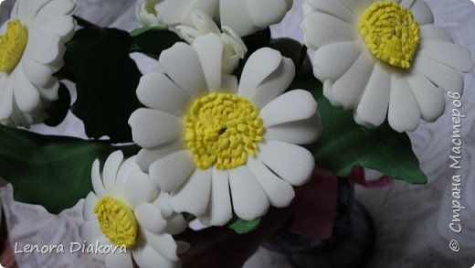 Здравствуйте, дорогие мастера и мастерицы! Вынужденное сидение дома дало плоды - конфетница и цветы. В последнее время занимаюсь и картонажем и цветами. фото 9