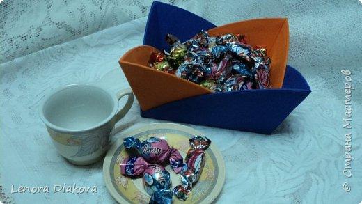 Здравствуйте, дорогие мастера и мастерицы! Вынужденное сидение дома дало плоды - конфетница и цветы. В последнее время занимаюсь и картонажем и цветами. фото 11