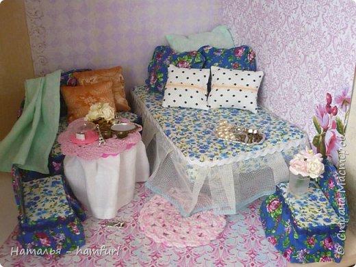 Доброго всем дня. Сегодня я создала спальню для наших кукол, а именно диванчик, два кресла. Не хватает красивого покрывала